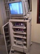 Torre de endoscopía completa Storz, incluye rack y cauterizador armónico de regalo.
